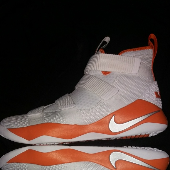 detailed look 77aa7 dc0d1 RARE BRAND NEW MENS NIKE LEBRON SOLDIER XI 11